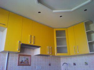 Geltonos virtuvės spintelės