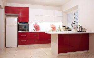 Šviesūs virtuvės baldai
