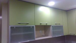 Žalsvi virtuvės baldai