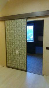 Stumdomos spintos durys