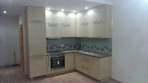 Kampiniai virtuvės baldai