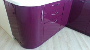 Violetiniai virtuvės baldai