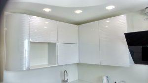 Baltos virtuvės spintos