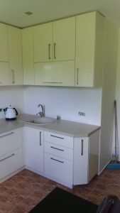 Baltos spalvos virtuvės baldai